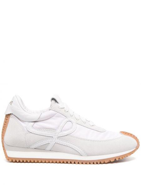 Białe sneakersy skorzane sznurowane Loewe