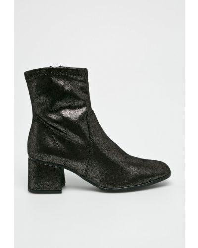 Ботинки на каблуке на каблуке черные Tamaris