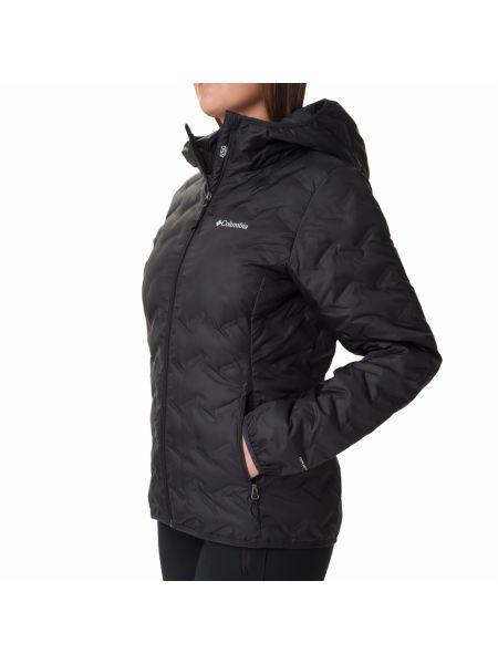 Пуховая черная куртка с капюшоном Columbia