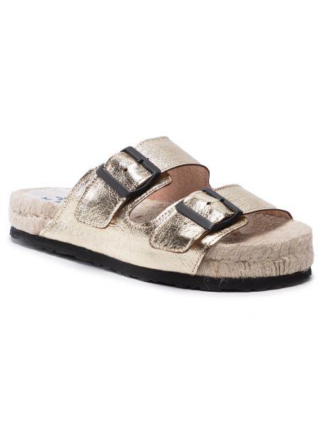 Złote sandały Manebi