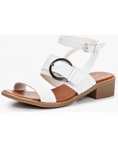 Белые босоножки на каблуке Marquiiz