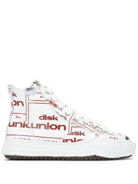 Белые парусиновые высокие кроссовки на каблуке на шнуровке Maison Mihara Yasuhiro