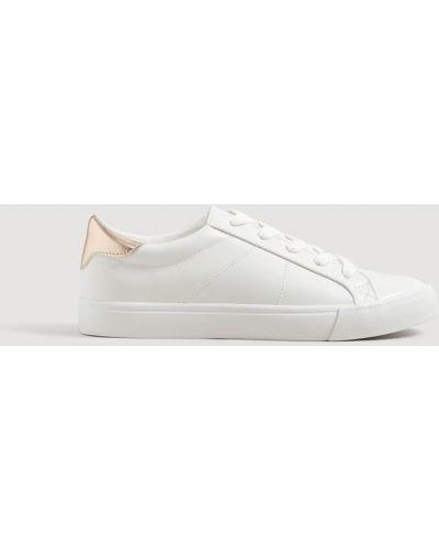 Белые кроссовки Mango