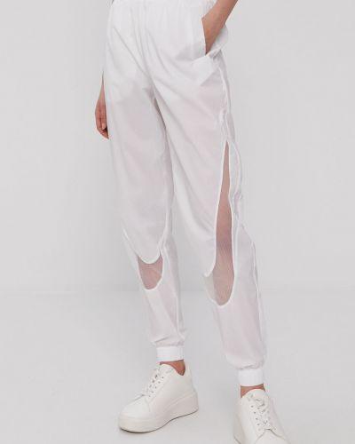 Białe spodnie materiałowe Nike Sportswear