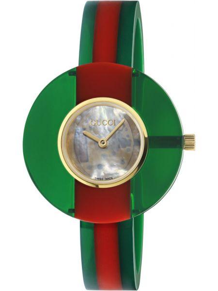 С ремешком кварцевые часы Gucci