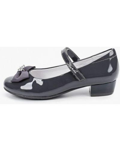 Лаковые кожаные серые туфли Kapika