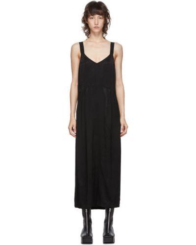 Сатиновое плиссированное платье макси с V-образным вырезом с воротником Raquel Allegra