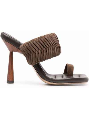 Босоножки на каблуке - коричневые Gia Couture