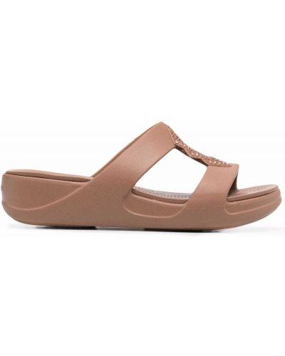 Сандалии на плоской подошве - коричневые Crocs