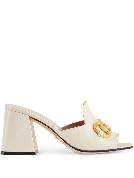 Białe sandały skorzane na obcasie Gucci