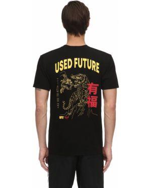 Prążkowany czarny t-shirt bawełniany Ufu - Used Future