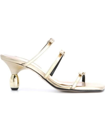 Золотистые босоножки на каблуке с квадратным носком без застежки Yuul Yie
