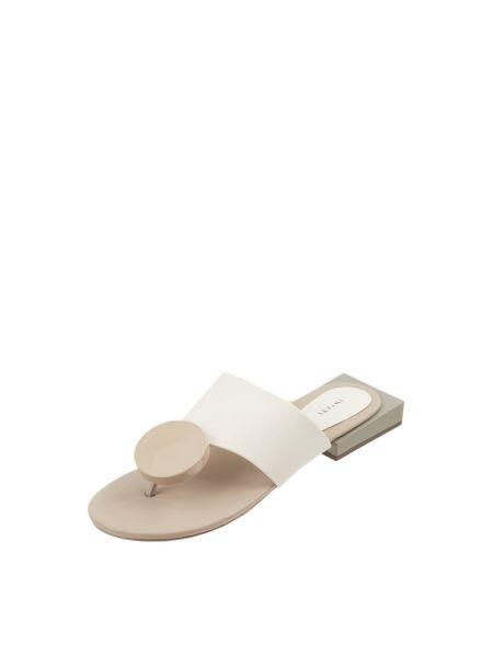 Białe klapki z printem Inyati