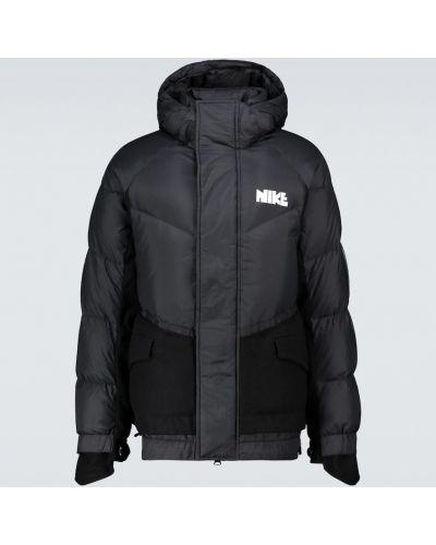 Пуховая с рукавами черная куртка Nike