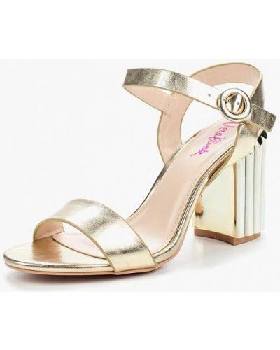 Босоножки на каблуке золотого цвета Vera Blum