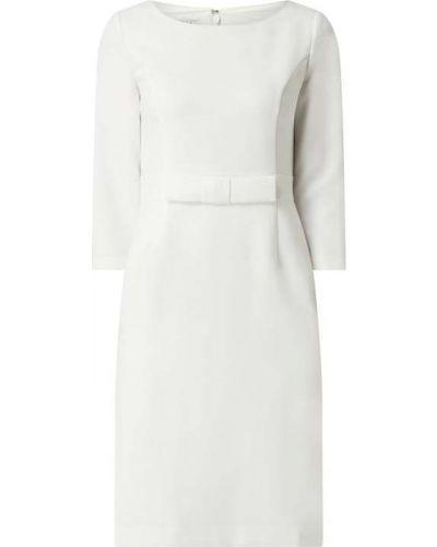 Biała sukienka koktajlowa z wiskozy Apart Glamour