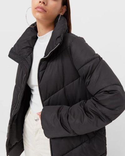 Черная куртка с карманами Stradivarius