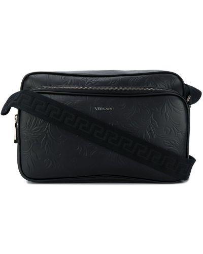 Черная кожаная сумка на плечо на молнии Versace