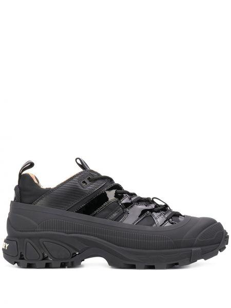 Ażurowy skórzany czarny sneakersy zasznurować Burberry