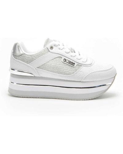 Białe sneakersy skorzane Guess