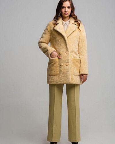 Желтое прямое пальто с воротником Alcato