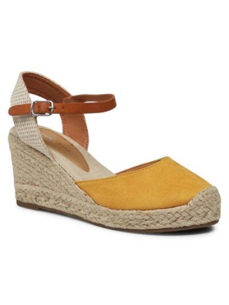 Żółte sandały na koturnie Ccc