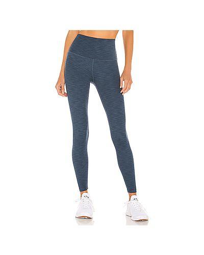 Синие брюки в рубчик для йоги эластичные Beyond Yoga