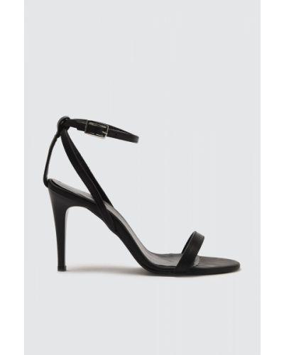 Sandały na szpilce eleganckie - białe Trendyol