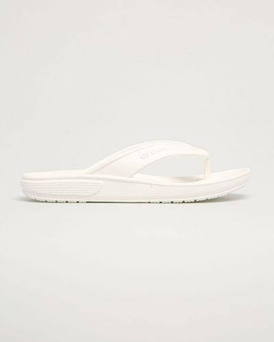 Białe sandały japonki na obcasie Crocs