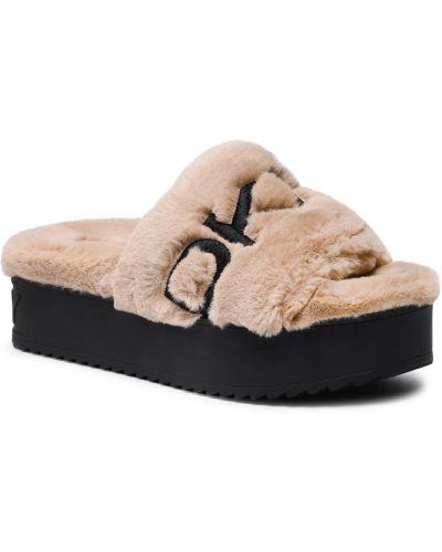 Czarne sandały z futerkiem Dkny