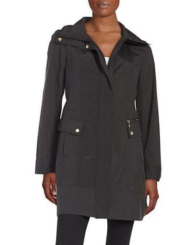 Czarny płaszcz przeciwdeszczowy z długimi rękawami z kapturem Cole Haan