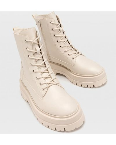 Ботинки на шнуровке - бежевые Stradivarius