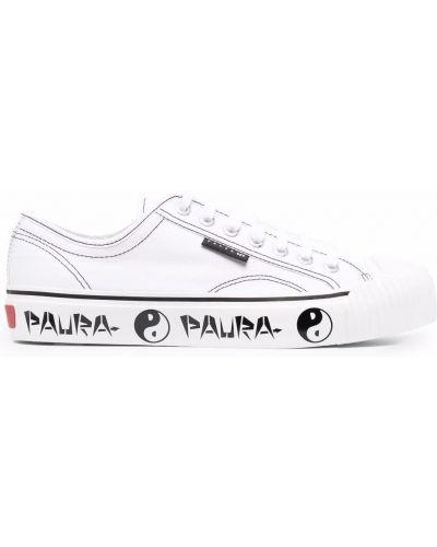 Белые кеды с нашивками на шнуровке Superga