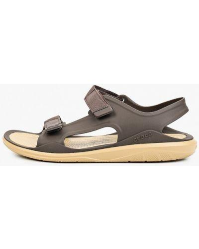 Коричневые сандалии Crocs
