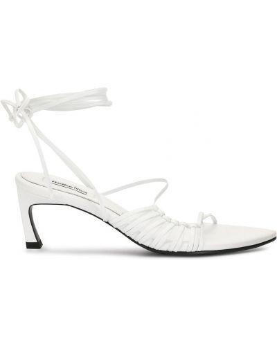 Белые открытые босоножки на каблуке на шнуровке Reike Nen