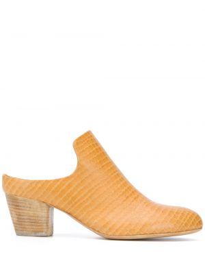 Кожаные желтые мюли на каблуке с тиснением Officine Creative