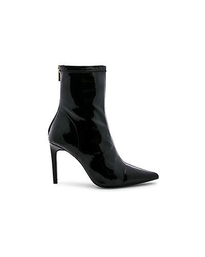 Ботинки на каблуке черные Raye