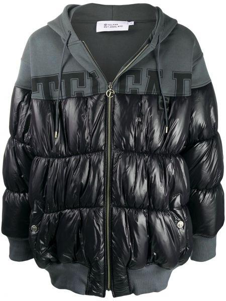 Стеганая хлопковая черная куртка с капюшоном с нашивками Telfar