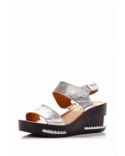 Босоножки на каблуке серебряного цвета Blizzarini