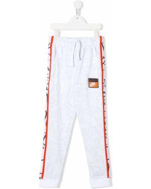 Белые спортивные брюки с заплатками Nike Kids