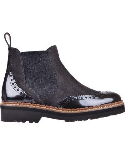 Кожаные сапоги осенние на каблуке Pertini