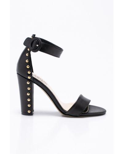 Кожаные туфли на каблуке черный Carinii