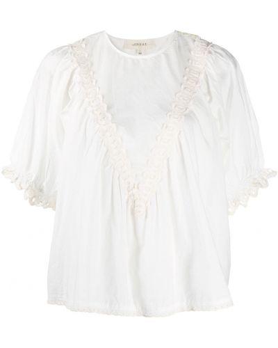 С рукавами белая блузка с вышивкой The Great.