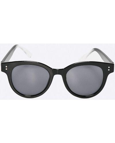 Черные солнцезащитные очки Pieces