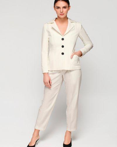 Текстильный молочный пиджак для офиса Must Have