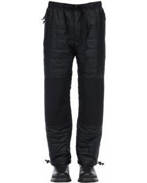 Ciepłe czarne spodnie klamry Nike Acg