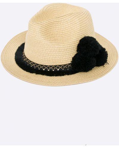 Бежевая шапка Medicine