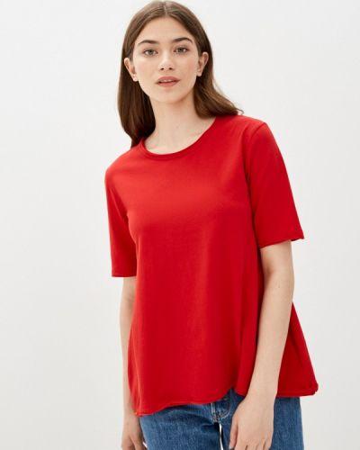 Красная с рукавами футболка снежная королева