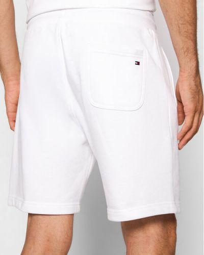 Białe spodenki sportowe Tommy Hilfiger