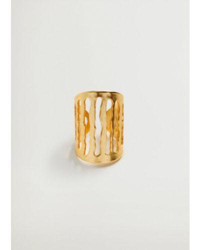 Złoty pierścionek Mango